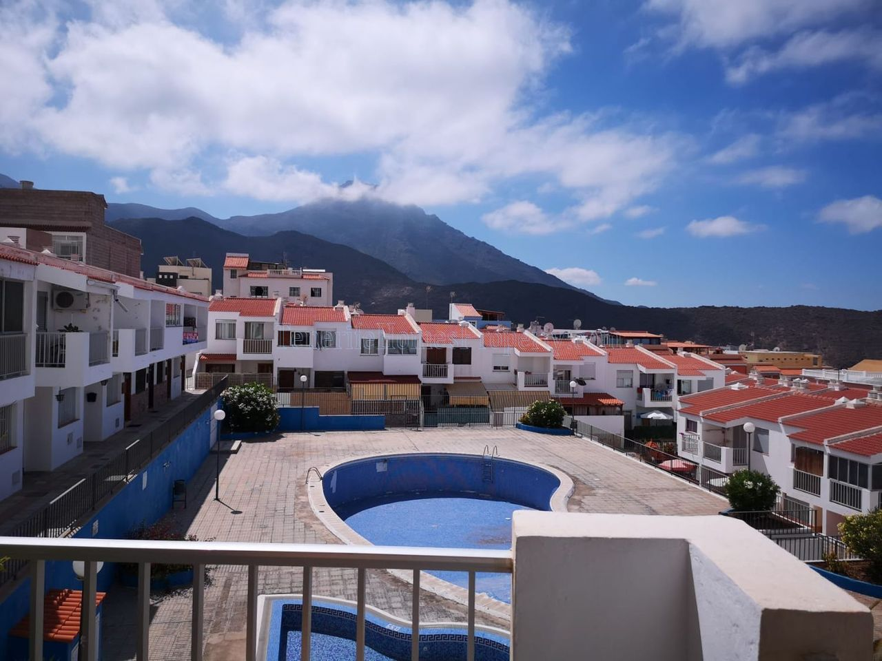 Spacious 4 bedroom apartment for sale in Adeje, Tenerife €185.000