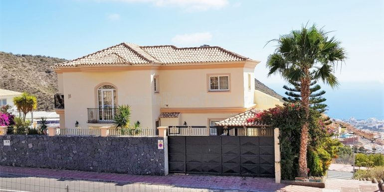 5-bedroom-luxury-villa-for-sale-in-roque-del-conde-costa-adeje-tenerife-38670-1119-26