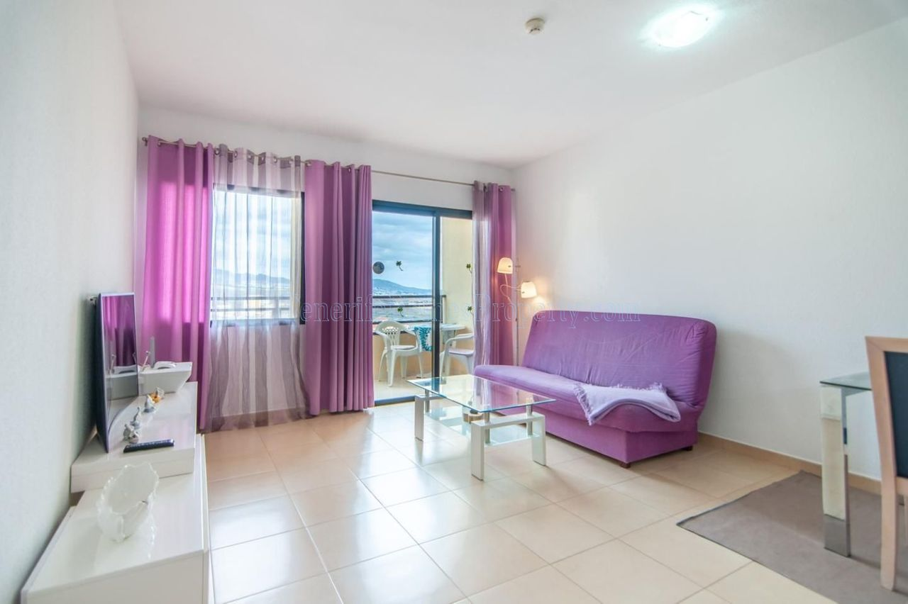 Cheap 1 bedroom apartment for sale in Playa Paraiso in 3 minutes walking to the sea, Tenerife €160.000