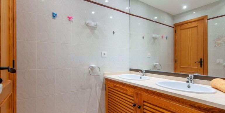 1-bedroom-apartment-for-sale-in-playa-paraiso-tenerife-38678-0109-17