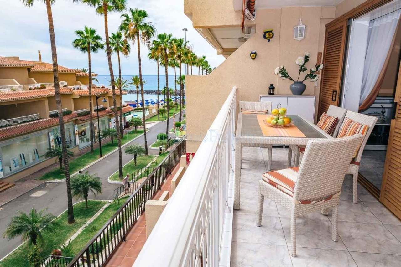 Seafront apartment for sale in Tenerife Las Americas €395.000