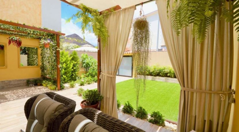 4 bedroom apartment for sale in the famous Vista Hermosa complex in Los Cristianos, municipality of Arona, Tenerife South, Spain.